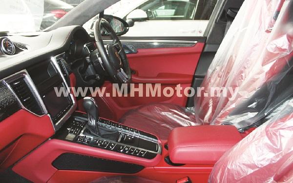 2015 – Porsche Macan Turbo 3.6 Petrol